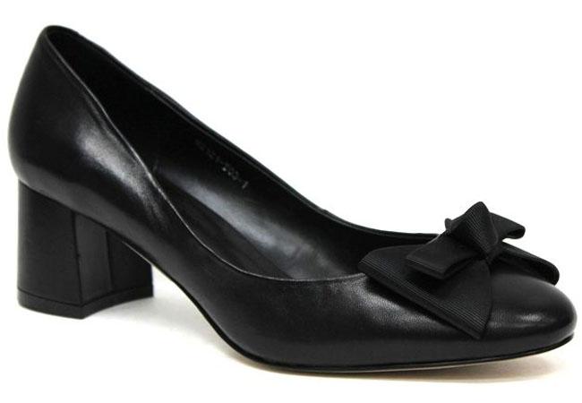 Туфли женские Graciana, цвет: черный. W2121-T03-1. Размер 39W2121-T03-1Женские туфли от Graciana на невысоком устойчивом каблуке выполнены из натуральной кожи. Модель на подъеме декорирована бантиком. Подкладка, изготовленная из натуральной кожи, обладает хорошей влаговпитываемостью и естественной воздухопроницаемостью. Стелька из натуральной кожи гарантирует комфорт и удобство стопам. Подошва из тунита износоустойчива и обеспечивает хорошее сцепление с поверхностью.