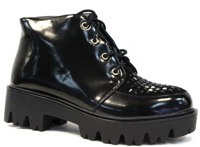 Ботинки женские LK Collection, цвет: черный. LC-1118-05 PU. Размер 40LC-1118-05 PUЖенские ботинки на массивной подошве выполнены из искусственной кожи. Модель на ноге фиксируется при помощи шнуровки. Стелька и внутренний материал выполнены из байки.