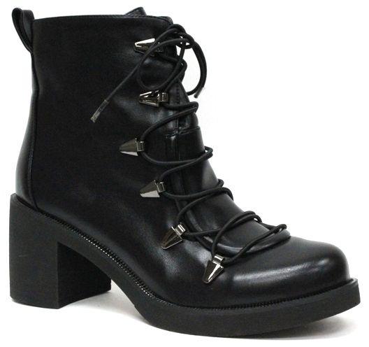 Ботинки женские LK Collection, цвет: черный. LC-0420-3PU. Размер 39LC-0420-3PUЖенские ботинки на квадратном каблуке средней высоты выполнены из искусственной кожи. Модель на ноге фиксируется при помощи оригинальной шнуровки. Стелька и внутренний материал выполнены из байки.