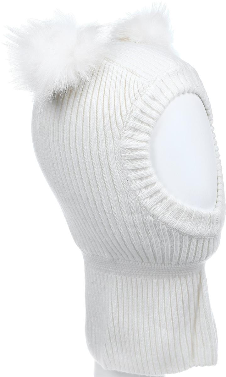 Шапка-шлем для девочки Gulliver, цвет: молочный. 21602GMC7305. Размер 5021602GMC7305Теплая шапка-шлем для девочки Gulliver выполнена из высококачественной пряжи из шерсти ягненка с добавлением нейлона, подкладка выполнена из мягкого флиса. Модель декорирована двумя небольшими помпонами из меха енота. Шейная часть изделия связана резинкой. Уважаемые клиенты! Обращаем ваше внимание на тот факт, что размер, доступный для заказа, является обхватом головы.