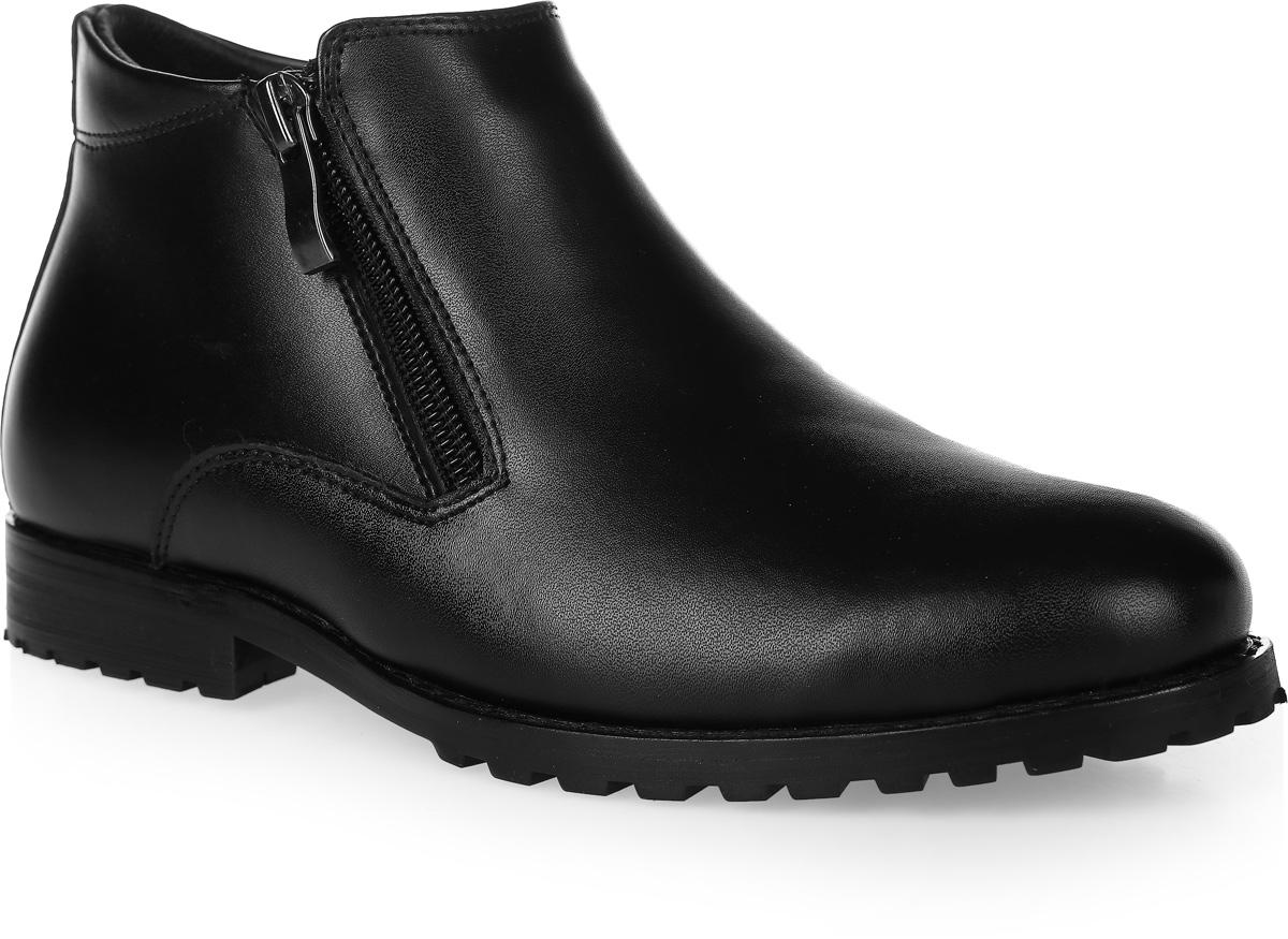Ботинки для мальчика Vitacci, цвет: черный. 20500-3. Размер 3720500-3Стильные ботинки для мальчика от Vitacci выполнены из натуральной кожи. Застегивается модель на боковые застежки-молнии. Подкладка и стелька из натурального меха не дадут ногам замерзнуть. Подошва и каблук дополнены рифлением.