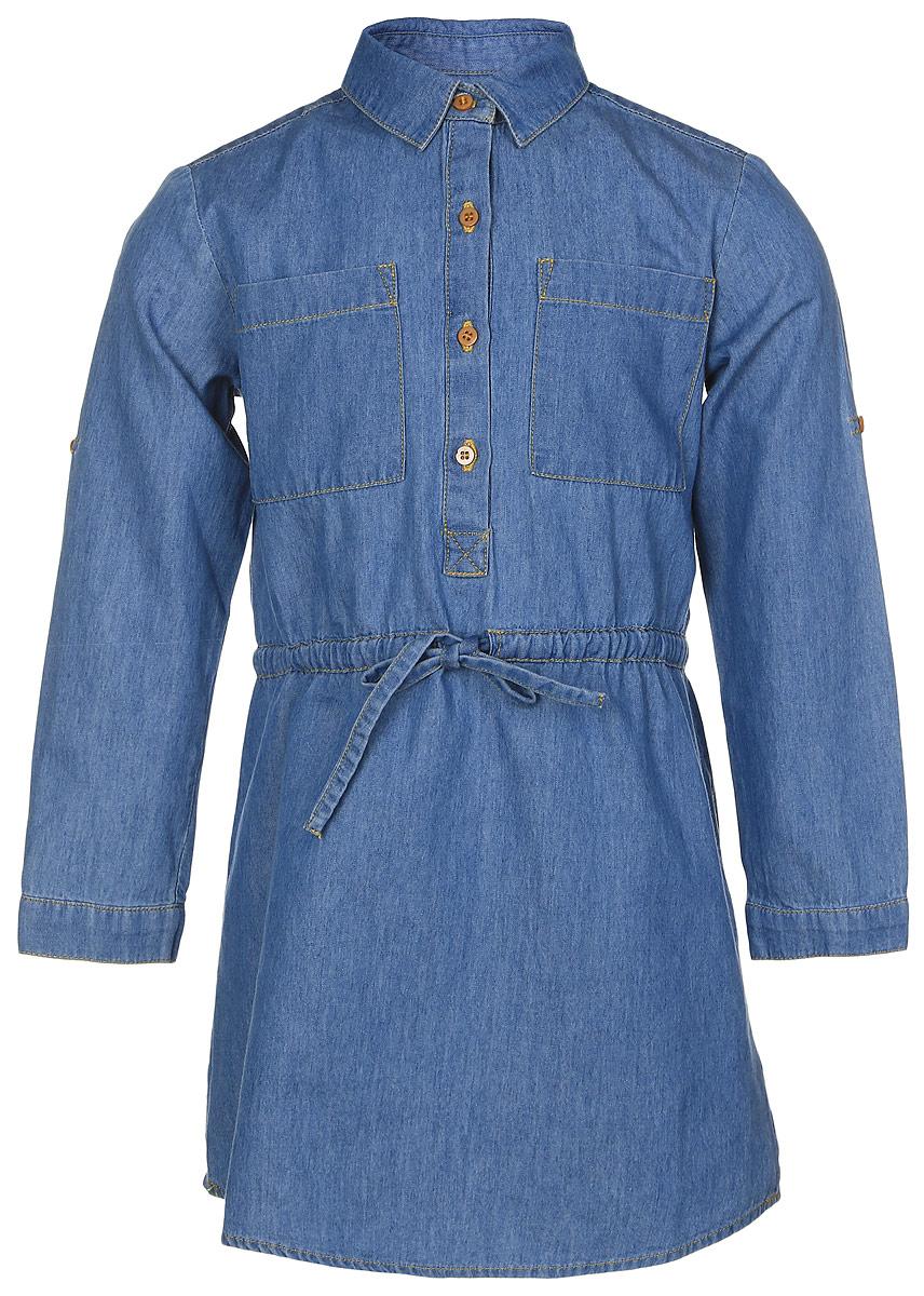 Платье для девочки Button Blue, цвет: темно-голубой. 216BBGC2501D200. Размер 110, 5 лет216BBGC2501D200Стильное джинсовое платье Button Blue выполнено из качественного 100% хлопка. Платье с длинными рукавами и отложным воротником застегивается спереди на пуговицы, манжеты рукавов - также на пуговицах. Рукава можно завернуть и зафиксировать при помощи специального хлястика на пуговице. На талии предусмотрен скрытый шнурочек. Спереди платье оформлено двумя накладными карманами.