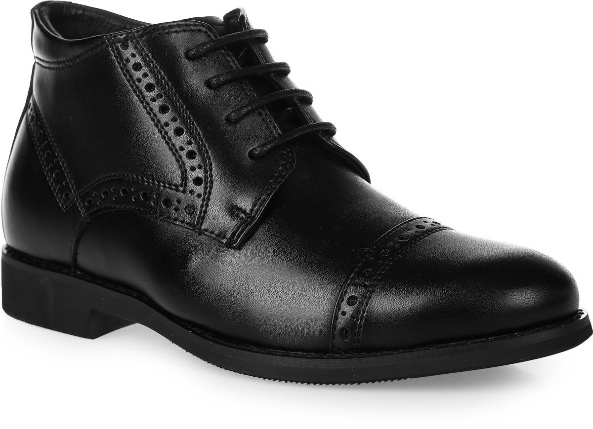 Ботинки для мальчика Vitacci, цвет: черный. 20558-3. Размер 3220558-3Стильные ботинки для мальчика от Vitacci выполнены из натуральной кожи и оформлены декоративной перфорацией. Боковая застежка-молния позволяет легко снимать и надевать модель. Шнуровка надежно зафиксирует модель на ноге. Подкладка и стелька из натурального меха не дадут ногам замерзнуть. Подошва и каблук дополнены рифлением.