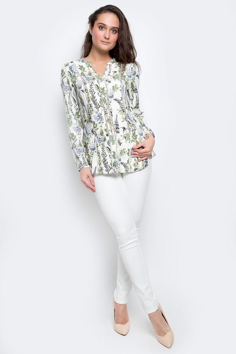 Блузка женская Sela Casual, цвет: белый, зеленый. B-112/1144-7140. Размер S (44)B-112/1144-7140Женская блузка Sela Casual выполнена из натуральной вискозы. Блузка с V-образным вырезом горловины и длинными рукавами застегивается по всей длине на пуговицы. Модель имеет приталенный силуэт. Манжеты имеют застежки-пуговицы. Модель оформлена цветочным принтом.