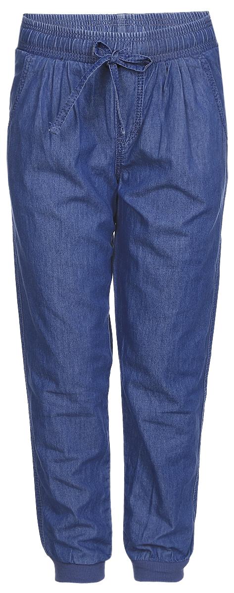 Брюки для девочки Sela, цвет: синий. PJ-535/039-7121. Размер 104, 4 годаPJ-535/039-7121Брюки для девочки Sela изготовлены из натурального хлопка.Прямые брюки имеют широкую эластичную резинку на поясе. Обхват талии регулируется шнурком-кулиской. Модель дополнена двумя втачными карманами спереди и двумя накладными карманами сзади. Брючины дополнены эластичными манжетами по низу. Изделие оформлено имитацией ширинки и стилизовано под джинсы.