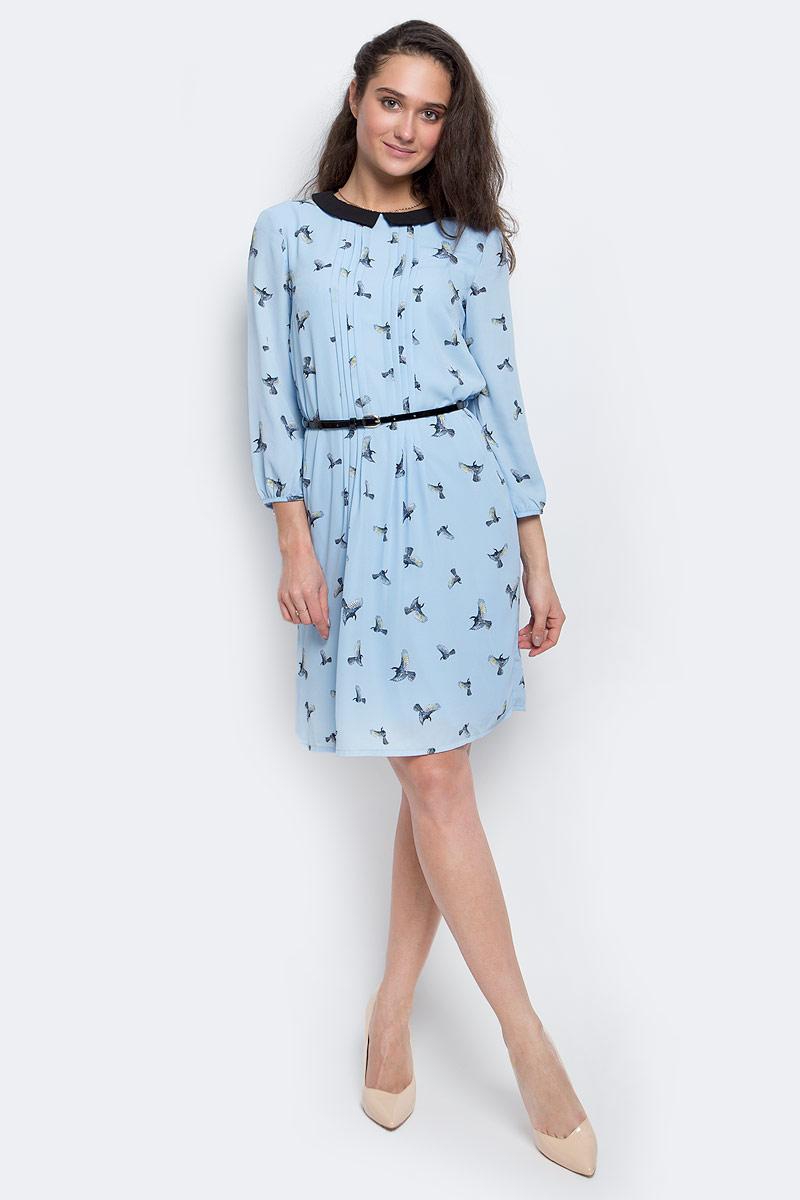 Платье Sela Casual, цвет: светло-голубой. D-117/1110-7140. Размер M (46)D-117/1110-7140Элегантное платье Sela выполнено из полиэстера. Подкладка платья также выполнена из полиэстера. Модель с рукавами 3/4 и отложным воротником выгодно подчеркнет все достоинства вашей фигуры. Платье застегивается на спинке при помощи застежки-пуговицы. Модель дополнена ремешком из искусственной лакированной кожи с металлической пряжкой.