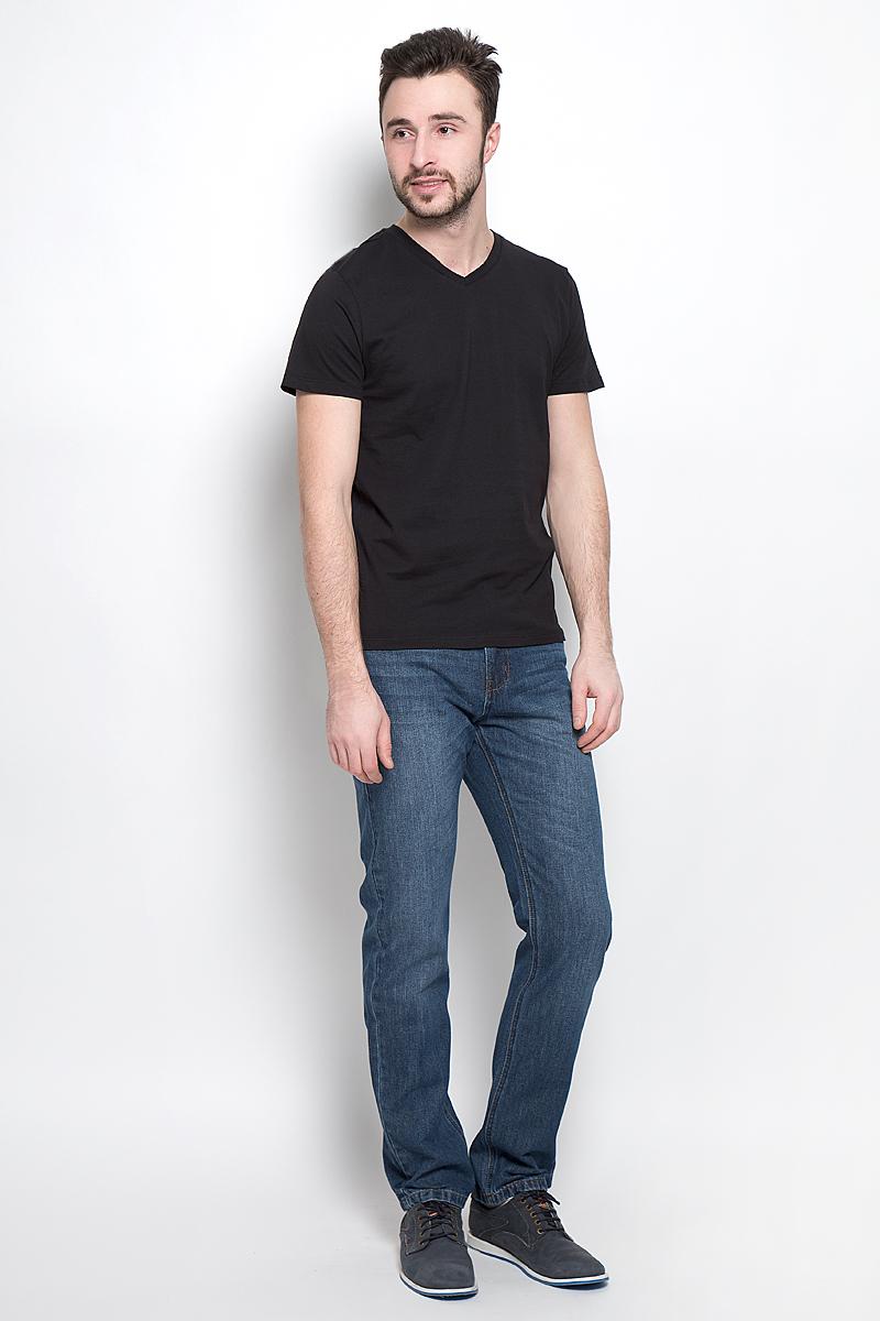 Футболка мужская Sela Basic, цвет: черный. Ts-211/1138-7141. Размер XS (44)Ts-211/1138-7141Однотонная мужская футболка Sela выполнена из высококачественного материала. Модель с V-образным вырезом горловины и короткими рукавами.