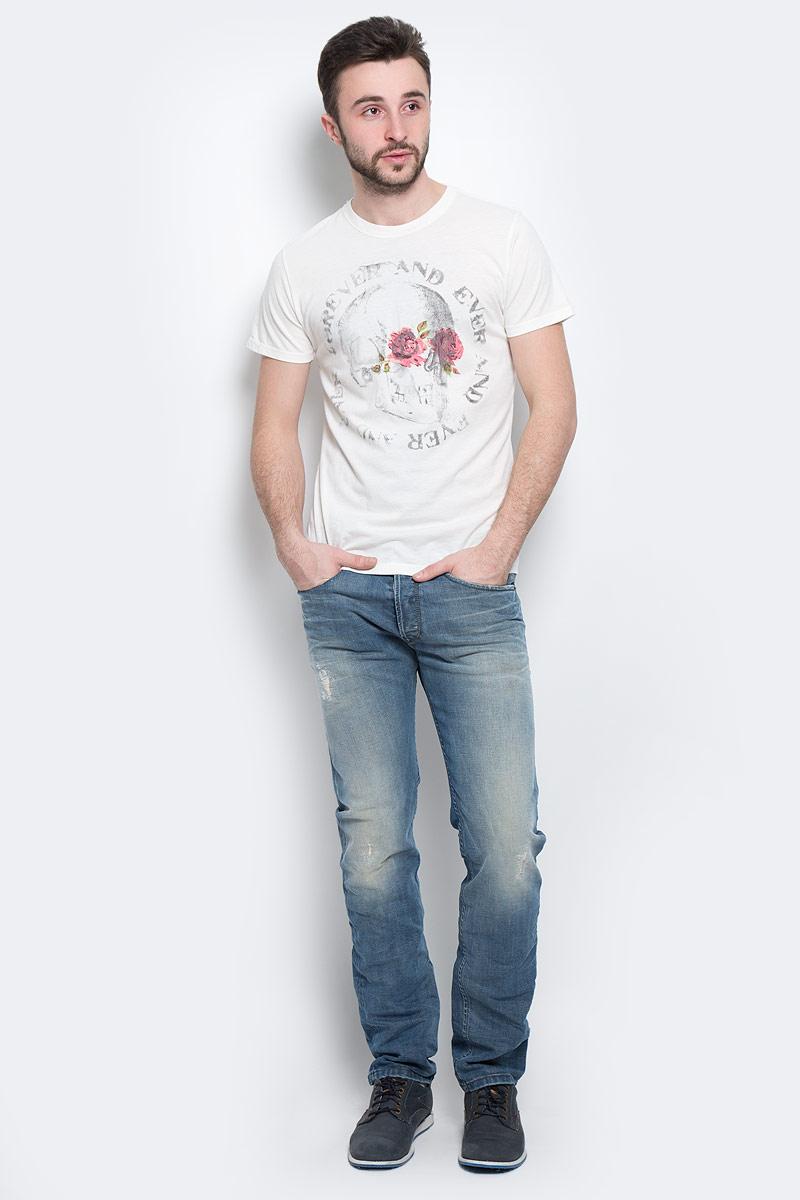 Футболка мужская Diesel, цвет: белый. 00SJUQ-0NAHQ/129. Размер L (50)00SJUQ-0NAHQ/129Стильная мужская футболка Diesel - идеальное решение для повседневной носки. Эта практичная, приятная на ощупь модель, выполненная из мягкого хлопка с полиэстером, прекрасно пропускающей воздух, она позволит вам чувствовать себя уверенно и легко. Удобный крой обеспечивает свободу движений. Лицевая сторона футболки оформлена принтовым изображением черепа. Эта футболка - идеальный вариант для создания эффектного образа.