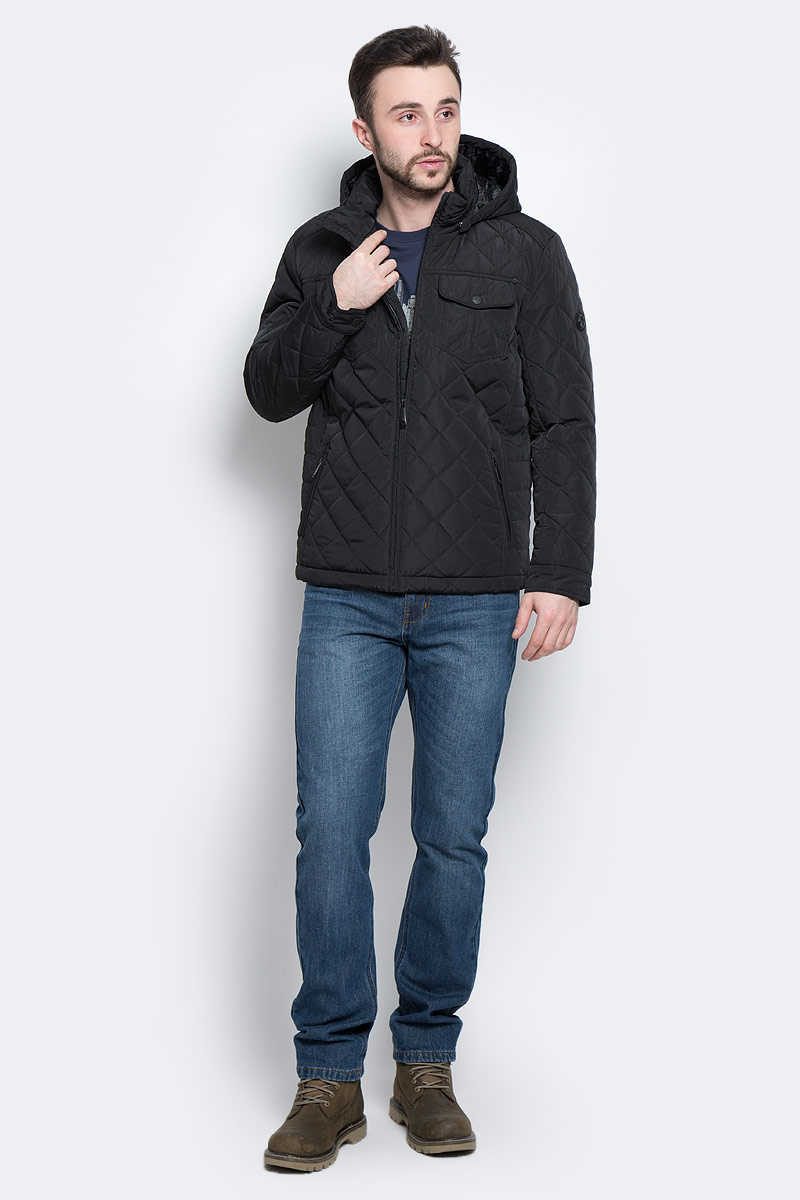 Куртка мужская Finn Flare, цвет: черный. W16-21005_200. Размер L (50)W16-21005_200Стильная мужская куртка Finn Flare превосходно подойдет для прохладных дней. Куртка выполнена из высококачественного материала с подкладкой и наполнителем из полиэстера. Модель классического прямого кроя с длинными рукавами и воротником-стойкой застегивается на молнию. Капюшон пристегивается на кнопки, имеет на макушке хлястик на липучке и дополнен утягивающей резинкой на стопперах. Спереди изделие дополнено двумя втачными карманами на молнии и двумя накладными карманами с клапанами на кнопках. На внутренней стороне куртка оформлена одним прорезным карманом на молнии и двумя втачными карманами на липучке и пуговице.Куртка оформлена стегаными узором.
