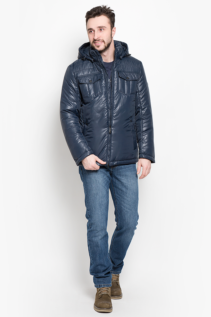 Куртка мужская Finn Flare, цвет: темно-синий. W16-21003_101. Размер M (48)W16-21003_101Стильная мужская куртка Finn Flare превосходно подойдет для прохладных дней. Куртка выполнена из высококачественного материала с подкладкой и наполнителем из полиэстера. Модель классического прямого кроя с длинными рукавами и воротником-стойкой застегивается на молнию. Капюшон пристегивается на кнопки, имеет на макушке хлястик на липучке и дополнен утягивающей резинкой на стопперах. Спереди изделие дополнено двумя втачными карманами на молнии и двумя накладными карманами с клапанами на кнопках. На внутренней стороне куртка оформлена одним прорезным карманом на молнии и двумя втачными карманами на пуговице. По низу модель регулируется в размере с помощью стопперов.
