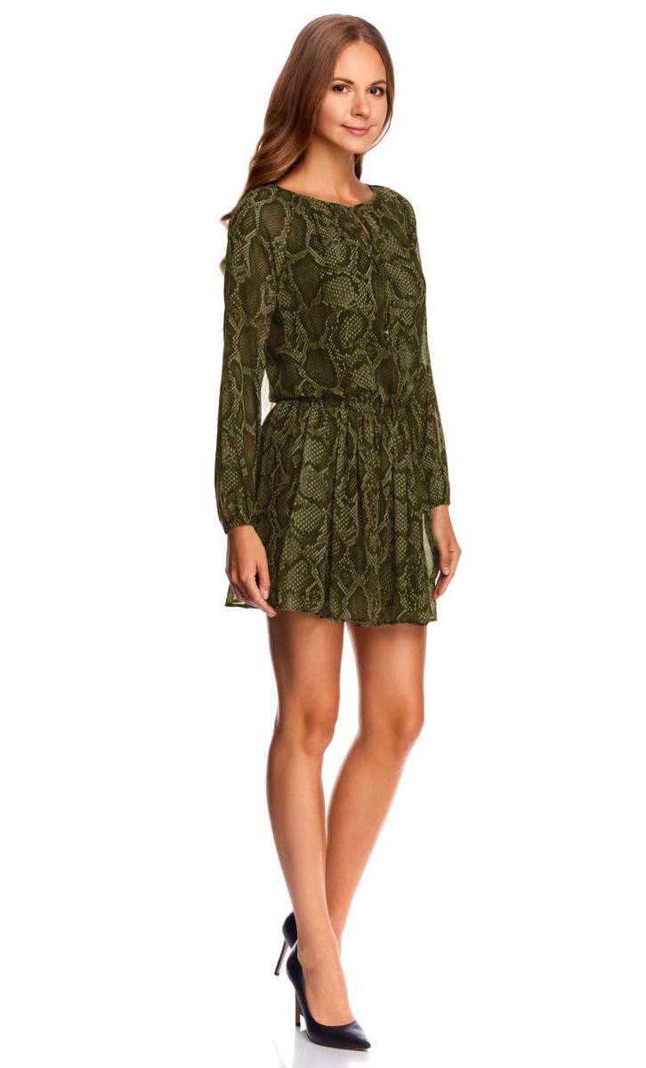Платье oodji Collection, цвет: хаки, темный хаки. 21914004/45773/6668A. Размер 36-170 (42-170)21914004/45773/6668AЯркое платье oodji Collection выполнено из легкого струящегося материала и оформлено змеиным принтом. Модель мини-длины с длинными рукавами-реглан имеет заниженную талию на широкой резинке. V-образный вырез горловины дополнен завязками.