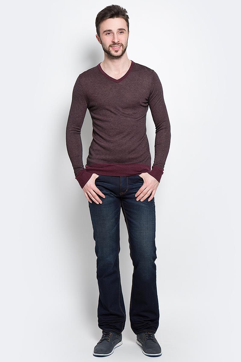 Джемпер мужской Tom Tailor, цвет: бордовый. 3020263.00.15_5522. Размер M (48)3020263.00.15_5522Стильный мужской джемпер Tom Tailor, выполненный из высококачественного материала, необычайно мягкий и приятный на ощупь, не сковывает движения, обеспечивая наибольший комфорт. Джемпер с V-образным вырезом горловины и длиннымирукавами идеально гармонирует с любыми предметами одежды и будет уместен и на отдых, и на работу. Низ и манжеты изделия связаны мелкой резинкой, что предотвращает деформацию при носке.Такой замечательный джемпер - базовая вещь в гардеробе современного мужчины, желающего выглядеть элегантно каждый день!