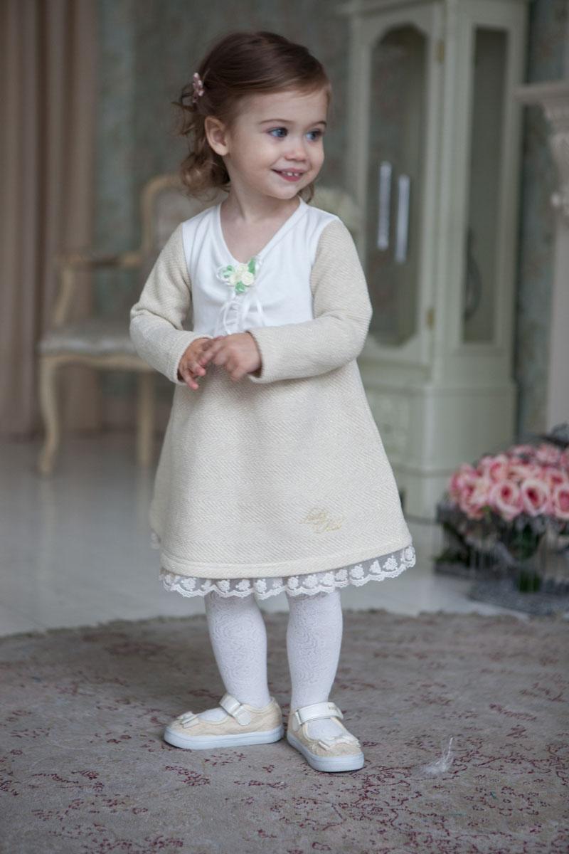 Платье для девочки Lucky Child Маленькая леди, цвет: молочный, золотой. 53-65. Размер 104/11053-65Идеальное платье для юной леди – можно в этом наряде и в гости сходить, и дома быть нарядной. Светлый оттенок смотрится идеально на любом празднике и подходит любой маленькой леди. Бутоньерки-розочки, молочное кружево по низу юбки и сборка по лифу добавляют наряду изысканность и торжественность. При пошиве этого платья использовались только натуральные ткани – интерлок и футер из 100% хлопка.
