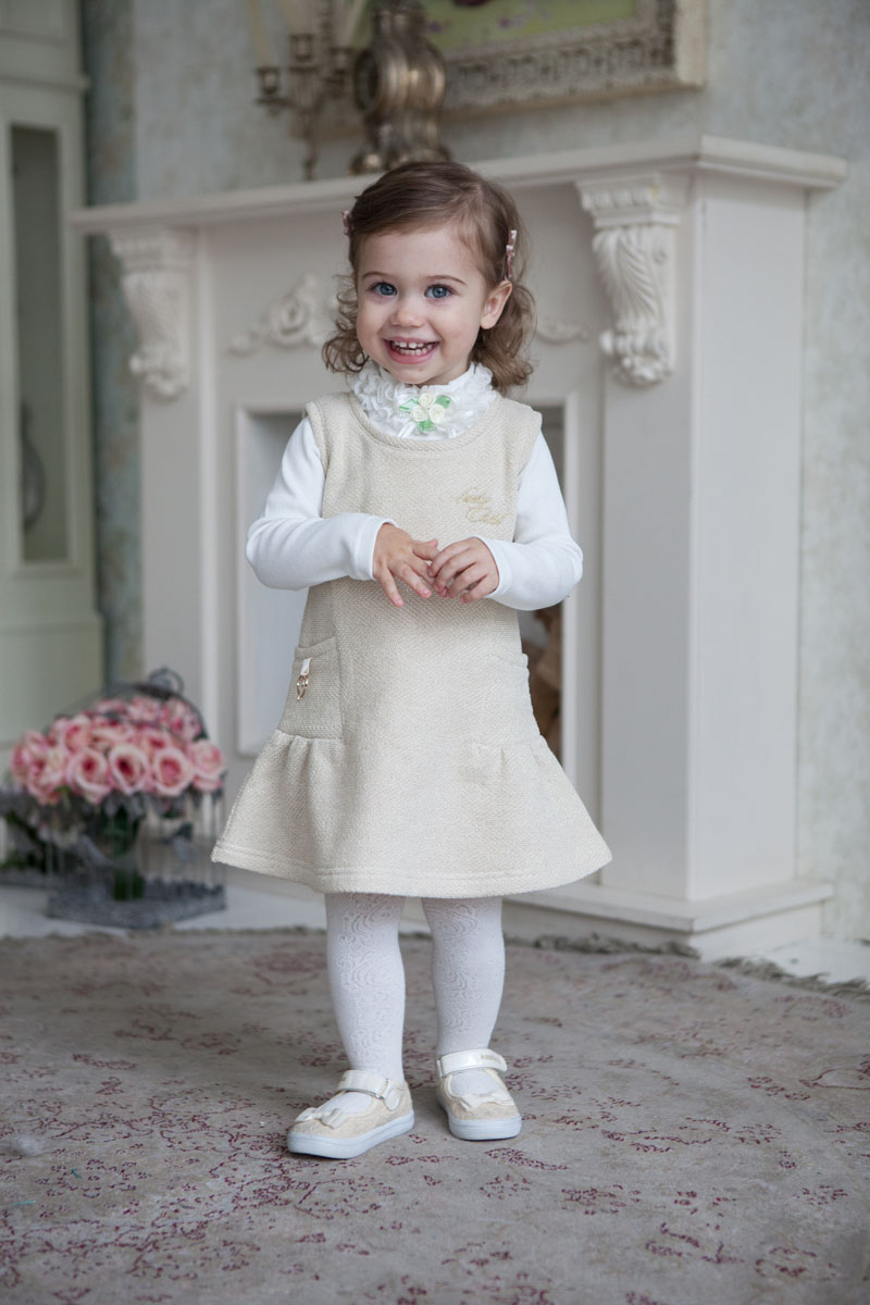 Платье для девочки Lucky Child Маленькая леди, цвет: молочный, золотой. 53-66. Размер 116/12253-66Это уютное платье отлично подойдет как для повседневной жизни, так и для торжественных случаев. В сочетании с кофтой можно создать благородный и изысканный наряд. Мягкий, теплый, безопасный и экологичный футер с небольшим присутствием золотой металлизированной нити дает приятный блеск наряду.