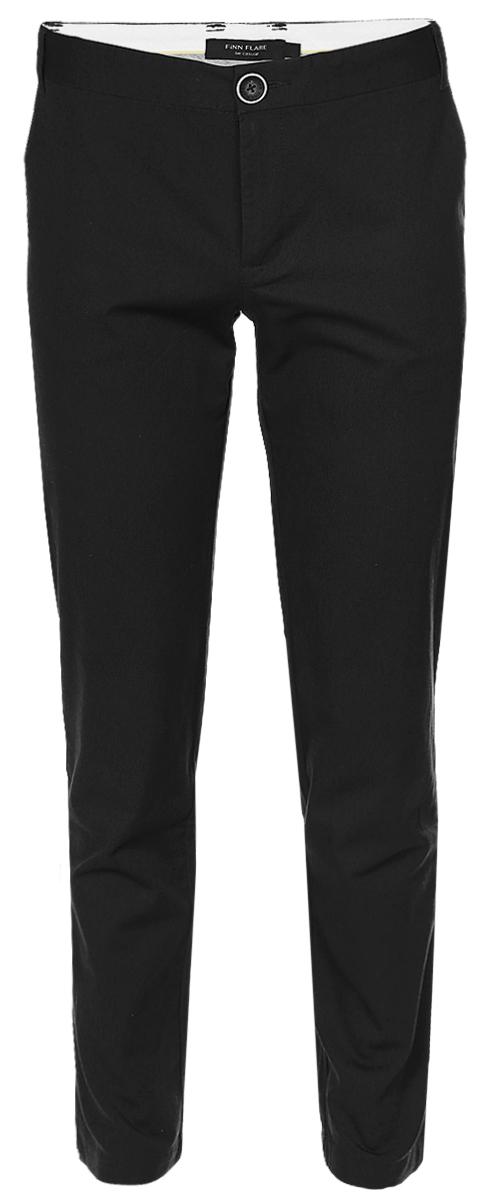 Брюки мужские Finn Flare, цвет: черный. B17-21015_200. Размер L (50)B17-21015_200Стильные мужские брюки Finn Flare выполнены из эластичного хлопка. Модель-слим стандартной посадки застегивается на пуговицу в поясе и ширинку на застежке-молнии, с внутренней стороны - на дополнительную пуговицу. На поясе имеются шлевки для ремня. Спереди брюки дополнены двумя втачными карманами, сзади - двумя прорезными карманами на пуговицах.