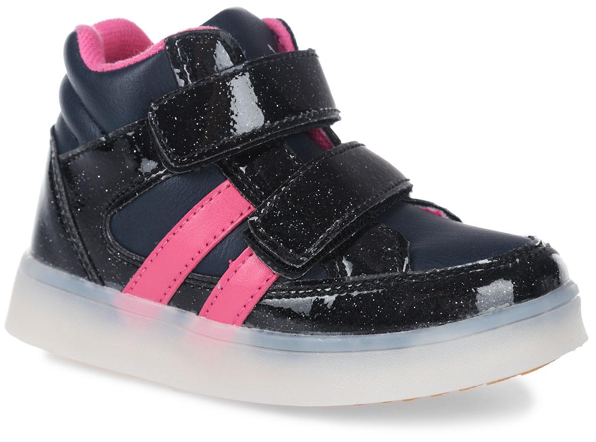 Ботинки для девочки Зебра, цвет: синий. 10862-5. Размер 2510862-5Ботинки от фирмы Зебра выполнены из искусственной кожи. Застежки-липучки обеспечивают надежную фиксацию обуви на ноге ребенка. Подкладка выполнена из текстиля, что предотвращает натирание и гарантирует уют. Стелька с поверхностью из натуральной кожи оснащена небольшим супинатором с перфорацией, который обеспечивает правильное положение ноги ребенка при ходьбе и предотвращает плоскостопие. Подошва с рифлением обеспечивает идеальное сцепление с любыми поверхностями.
