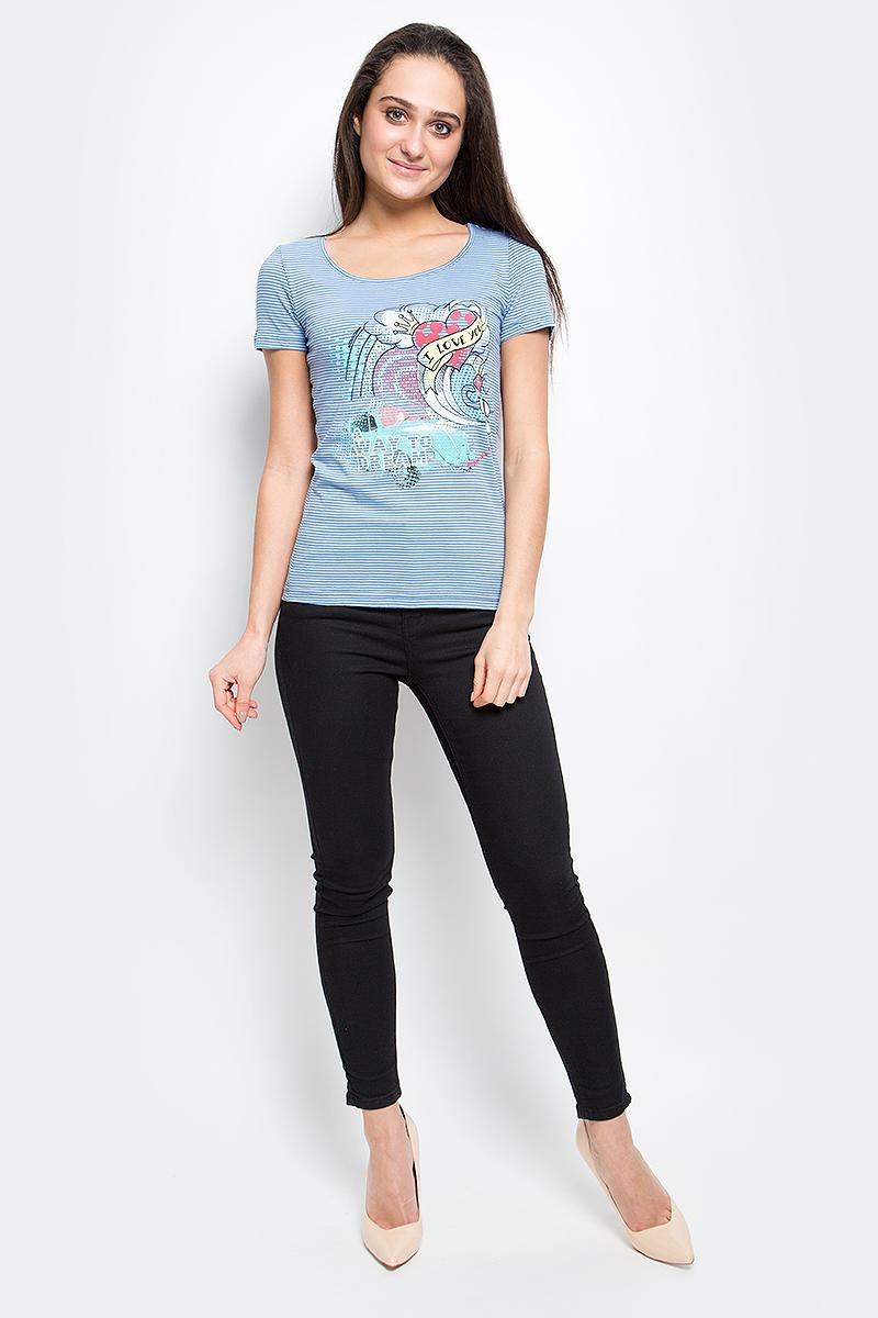 Футболка женская Finn Flare, цвет: серо-голубой. B17-12061_105. Размер S (44)B17-12061_105Женская футболка Finn Flare выполнена из натурального хлопка. Изделие с круглым вырезом горловины и короткими рукавами оформлена ярким интересным принтом.