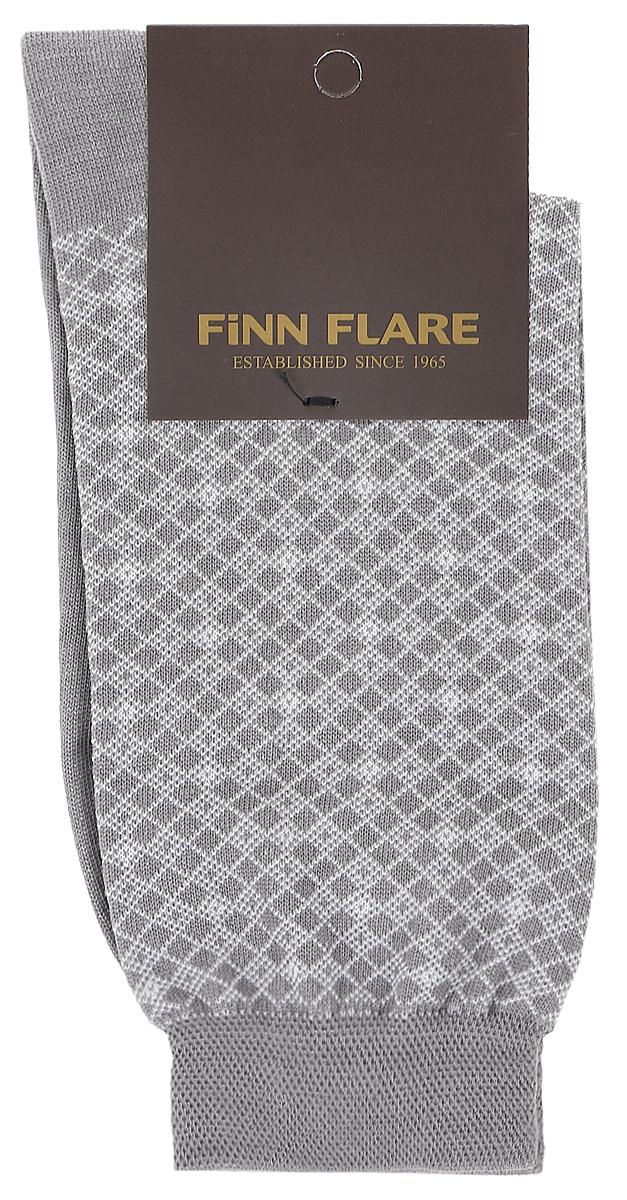 Носки мужские Finn Flare, цвет: серый. B17-21117_205. Размер L (41/42)B17-21117_205Мужские носки Finn Flare изготовлены из высококачественного эластичного хлопка с добавлением полиамида. Удлиненные носки имеют эластичную резинку, которая надежно фиксирует изделие на ноге. Носки оформлены принтом в клетку.