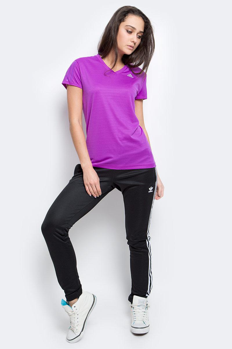 Футболка для бега женская adidas Rs Ss Tee W, цвет: фиолетовый. AX6580. Размер M (46/48)AX6580Футболка поддержит сухость и комфортную температуру даже при самых интенсивных тренировках. Модель выполнена из высококачественного материала, оформлена логотипом бренда.