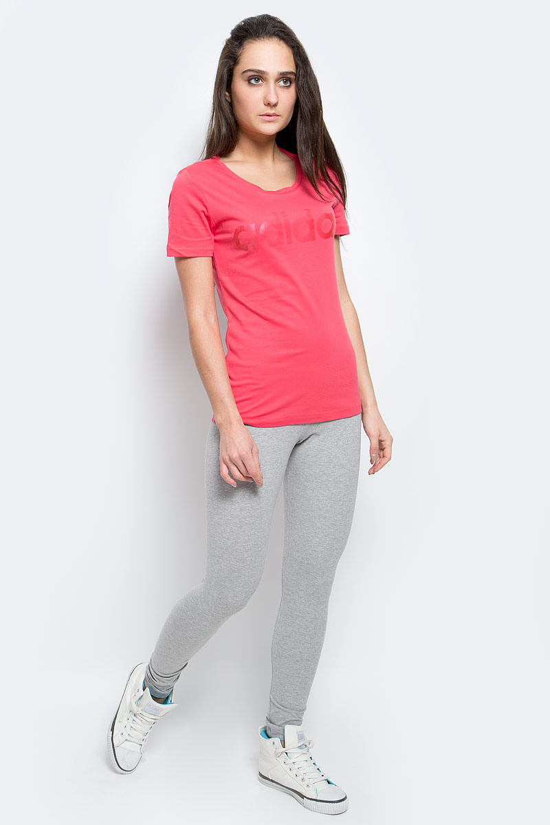 Футболка женская adidas Linear, цвет: красный. AY4995. Размер L (48/50)AY4995Женская футболка Adidas Linear, выполненная из натурального хлопка, идеально подойдет для активного отдыхаили занятий фитнесом. Ткань мягкая и тактильно приятная, не стесняет движений и позволяет коже дышать. Футболка с круглым вырезом горловины и короткими рукавами оформлена на груди надписью с названием бренда.Футболка станет отличным дополнением к вашему гардеробу, она подарит вам комфорт в течение всего дня!