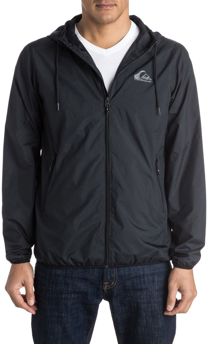 Куртка мужская Quiksilver, цвет: черный. EQYJK03238-KVJ0. Размер M (50)EQYJK03238-KVJ0Мужская куртка для Quiksilver выполнена из полиэстера. Модель с длинными рукавами и капюшоном застегивается на застежку-молнию. Изделие имеет спереди два врезных кармана. Рукава и низ куртки дополнены эластичными резинками.