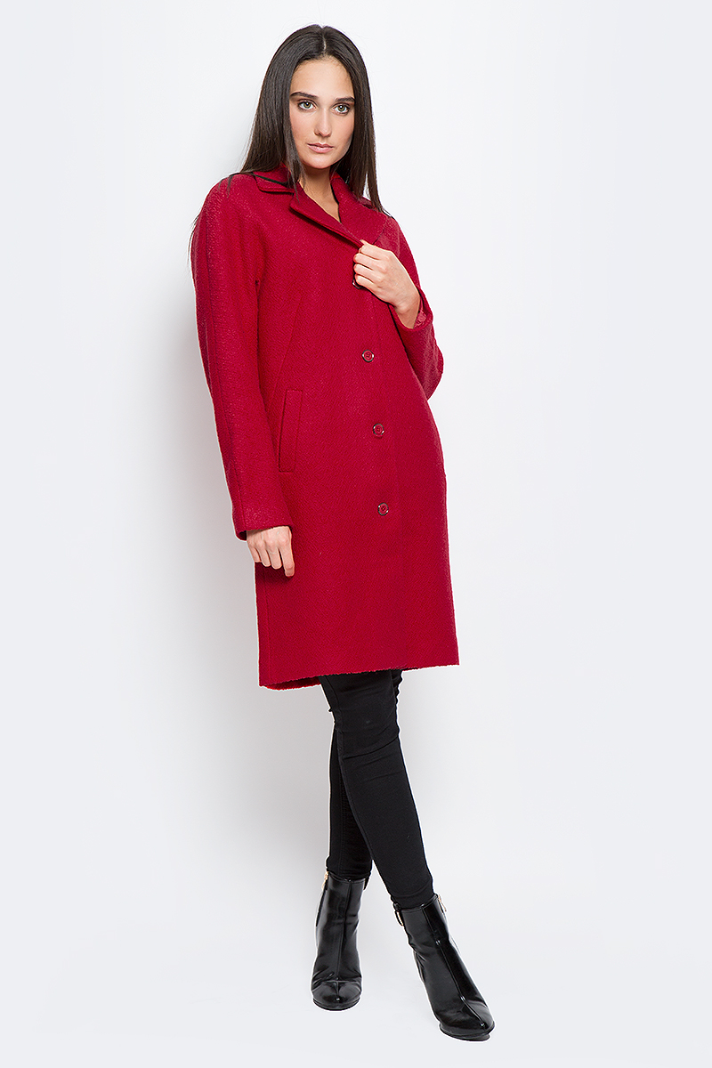 Пальто женское Finn Flare, цвет: красный. B17-11016_350. Размер M (46)B17-11016_350Стильное женское пальто Finn Flare выполнено из полиэстера и шерсти. Модель с отложным воротником застегивается с помощью пуговиц и имеет два втачных кармана. Подкладка выполнена из полиэстера.
