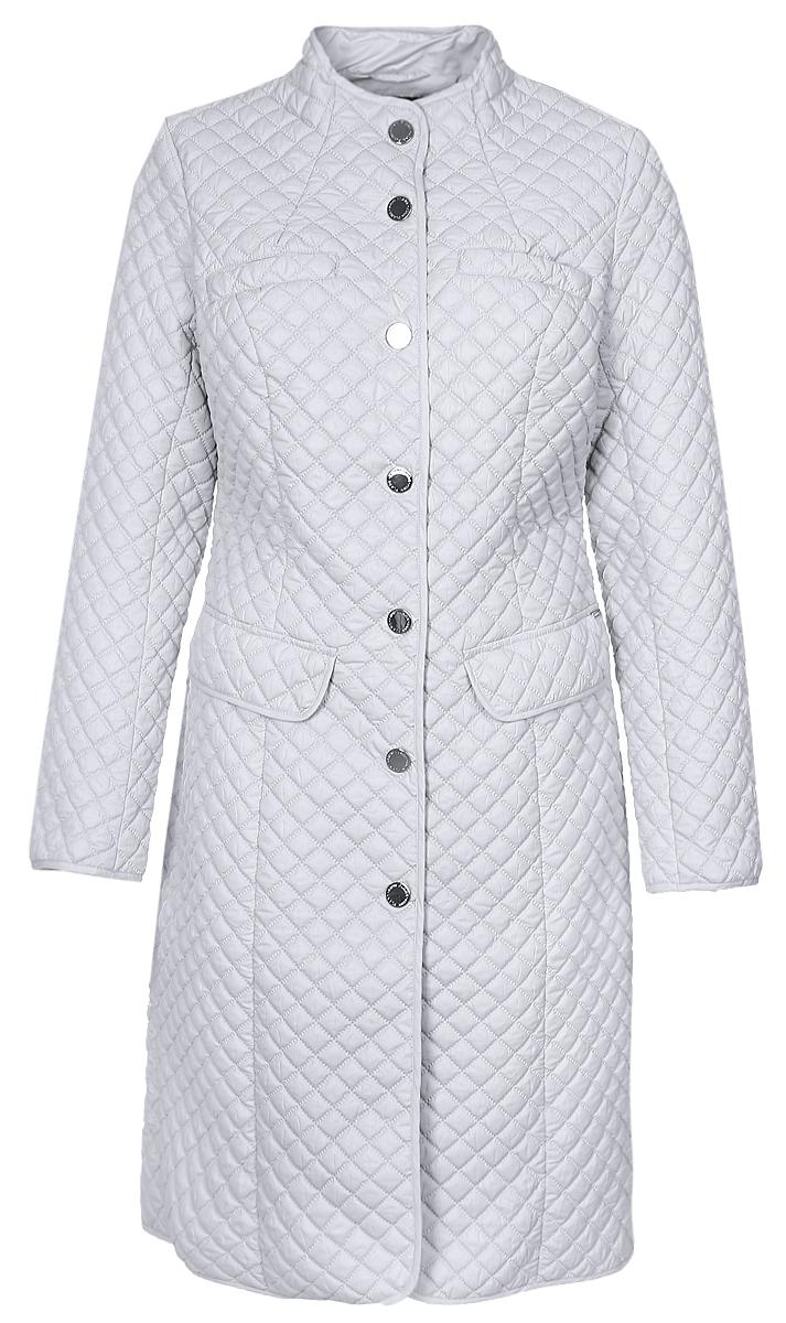Пальто женское Finn Flare, цвет: светло-серый. B17-12086_210. Размер XXXL (54)B17-12086_210Женское пальто Finn Flare с длинными рукавами и воротником-стойкой выполнено из полиэстера. Наполнитель - синтепон.Пальто застегивается на кнопки спереди, дополнено двумя втачными карманами с клапанами на кнопках и двумя втачными нагрудными карманами на кнопках. Приталенная модель оформлена стеганым узором.