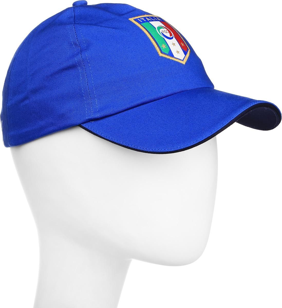 Бейсболка Puma Italia Team Training, цвет: голубой. 02101702. Размер универсальный021017_02В этой бейсболке от Puma с вышитой эмблемой национальной сборной Италии по футболу вы не только не останетесь незамеченным, но и сможете поддержать любимую команду. Бейсболка снабжена удобной застежкой с пряжкой сзади для оптимальной посадки. Материал – мягкая и долговечная ткань саржевого переплетения из 100% хлопка.