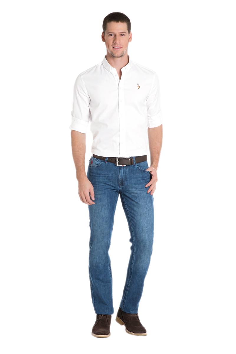 Джинсы мужские U.S. Polo Assn., цвет: синий. G081GL080DUGATARUN-O_DN0022. Размер 33 (48/50)G081GL080DUGATARUN-O_DN0022Классические мужские джинсы выполнены из натурального хлопка. Модель застегивается на пуговицу и ширинку на застежке-молнии, имеются шлевки для ремня. Модель имеет классический пятикарманный крой.
