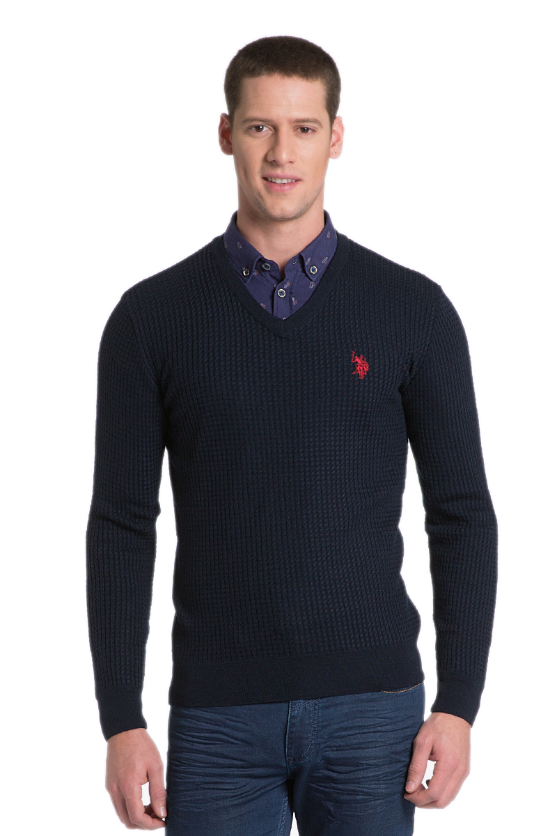 Пуловер мужской U.S. Polo Assn., цвет: черный. G081SZ0TK0GROV/16_VR046. Размер L (52)G081SZ0TK0GROV/16_VR046Мужской пуловер с длинными рукавами и V-образным вырезом горловины выполнен из натурального хлопка.