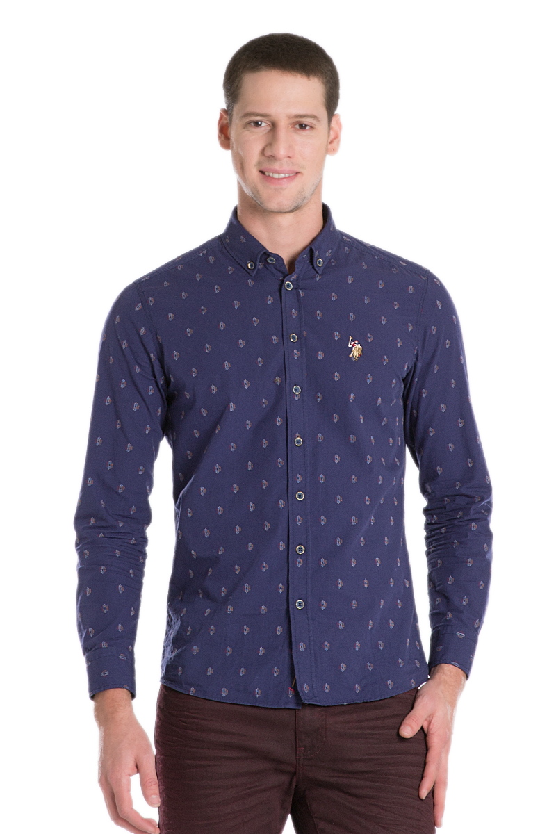 Рубашка мужская U.S. Polo Assn., цвет: темно-синий. G081SZ004AVILMIRA_VR033. Размер M (50)G081SZ004AVILMIRA_VR033Стильная мужская рубашка с длинными рукавами и отложным классическим воротником выполнена из натурального хлопка. Модель застегивается на пуговицы. Рубашка оформлена оригинальным принтом.