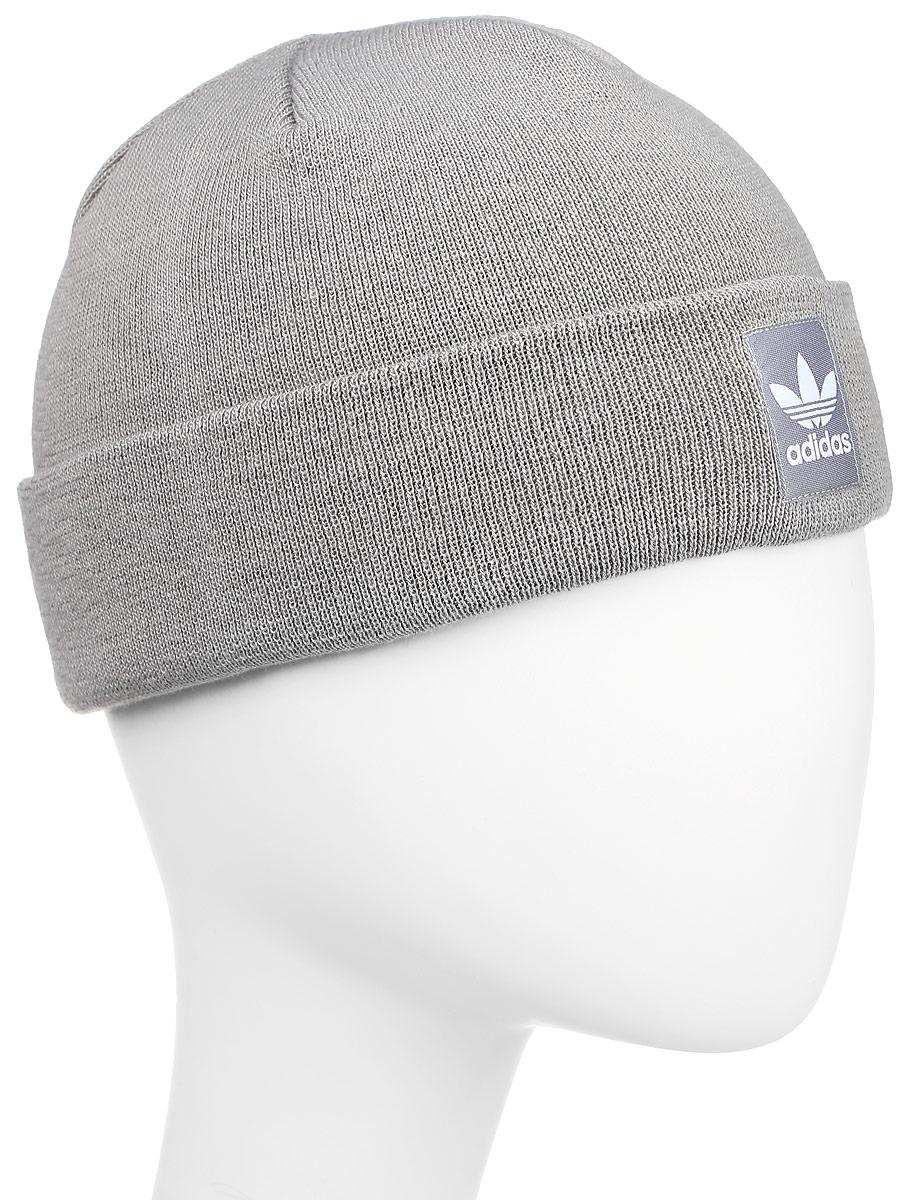 Шапка adidas Rib Logo Beanie, цвет: серый. AY9072. Размер 56/57AY9072Шапка Adidas Rib Logo Beanie - классическая шапка-бини, связанная из мягкой меланжевой пряжи. Три полоски украшают внутреннюю сторону подвернутого манжета. Атласная нашивка с Трилистником на отвороте.