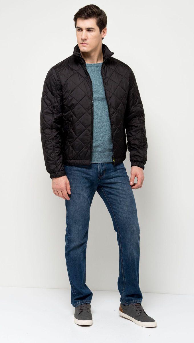 Куртка мужская Sela, цвет: черный. Cp-226/381-7131. Размер S (46)Cp-226/381-7131Утепленная мужская куртка-бомбер Sela, выполненная из качественного стеганого материала, отлично подойдет для прохладной погоды. Слегка укороченная модель прямого кроя с воротником-стойкой, надежно защищающим от ветра, застегивается на молнию и дополнена двумя прорезными карманами на кнопках. Манжеты рукавов и низ изделия дополнены резинкой.