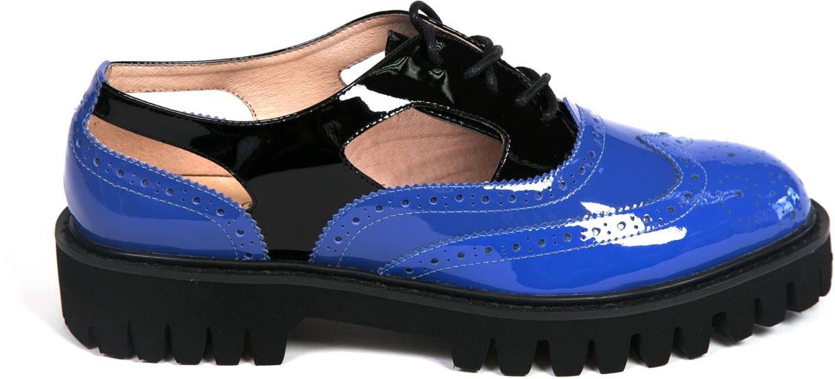 Полуботинки женские Graciana, цвет: черный, синий. V140-S23-1. Размер 40V140-S23-1Женские полуботинки от Graciana выполнены из натуральной лаковой кожи. Подъем дополнен шнуровкой. Подкладка, изготовленная из натуральной кожи, обладает хорошей влаговпитываемостью и естественной воздухопроницаемостью. Стелька из натуральной кожи гарантирует комфорт и удобство стопам. Подошва из полимерного термопластичного материала обеспечивает хорошую амортизацию и сцепление с любой поверхностью.