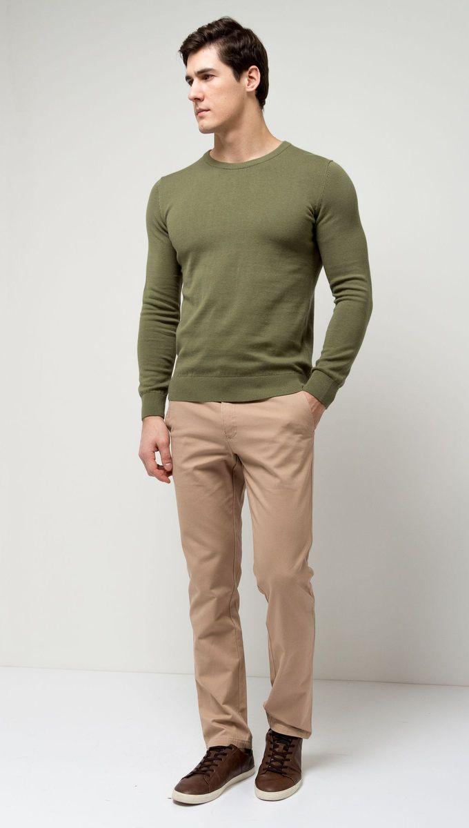 Джемпер мужской Sela, цвет: серебристо-оливковый. JR-214/854-7141. Размер S (46)JR-214/854-7141Стильный мужской джемпер Sela выполнен из натурального хлопка мелкой вязки. Модель полуприлегающего кроя с длинными рукавами подойдет для офиса, прогулок и дружеских встреч и будет отлично сочетаться с джинсами и брюками. Мягкая ткань комфортна и приятна на ощупь. Воротник, манжеты рукавов и низ изделия связаны резинкой.