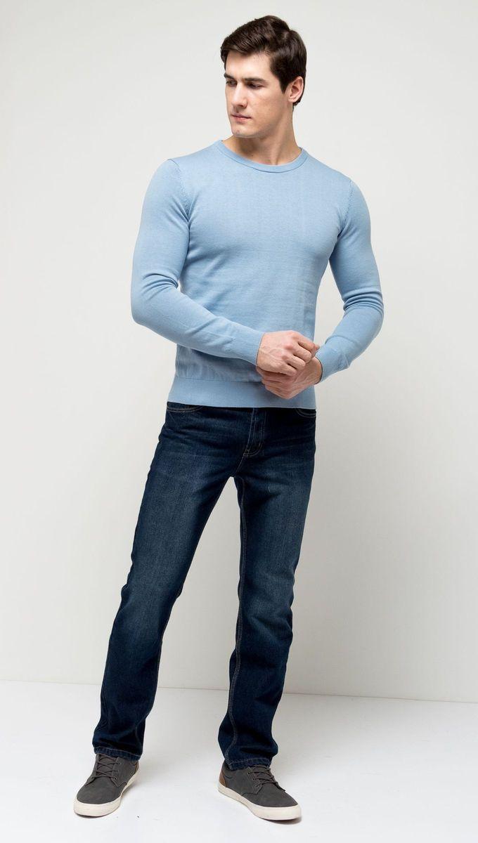 Джемпер мужской Sela, цвет: небесно-голубой. JR-214/854-7141. Размер XL (52)JR-214/854-7141Стильный мужской джемпер Sela выполнен из натурального хлопка мелкой вязки. Модель полуприлегающего кроя с длинными рукавами подойдет для офиса, прогулок и дружеских встреч и будет отлично сочетаться с джинсами и брюками. Мягкая ткань комфортна и приятна на ощупь. Воротник, манжеты рукавов и низ изделия связаны резинкой.