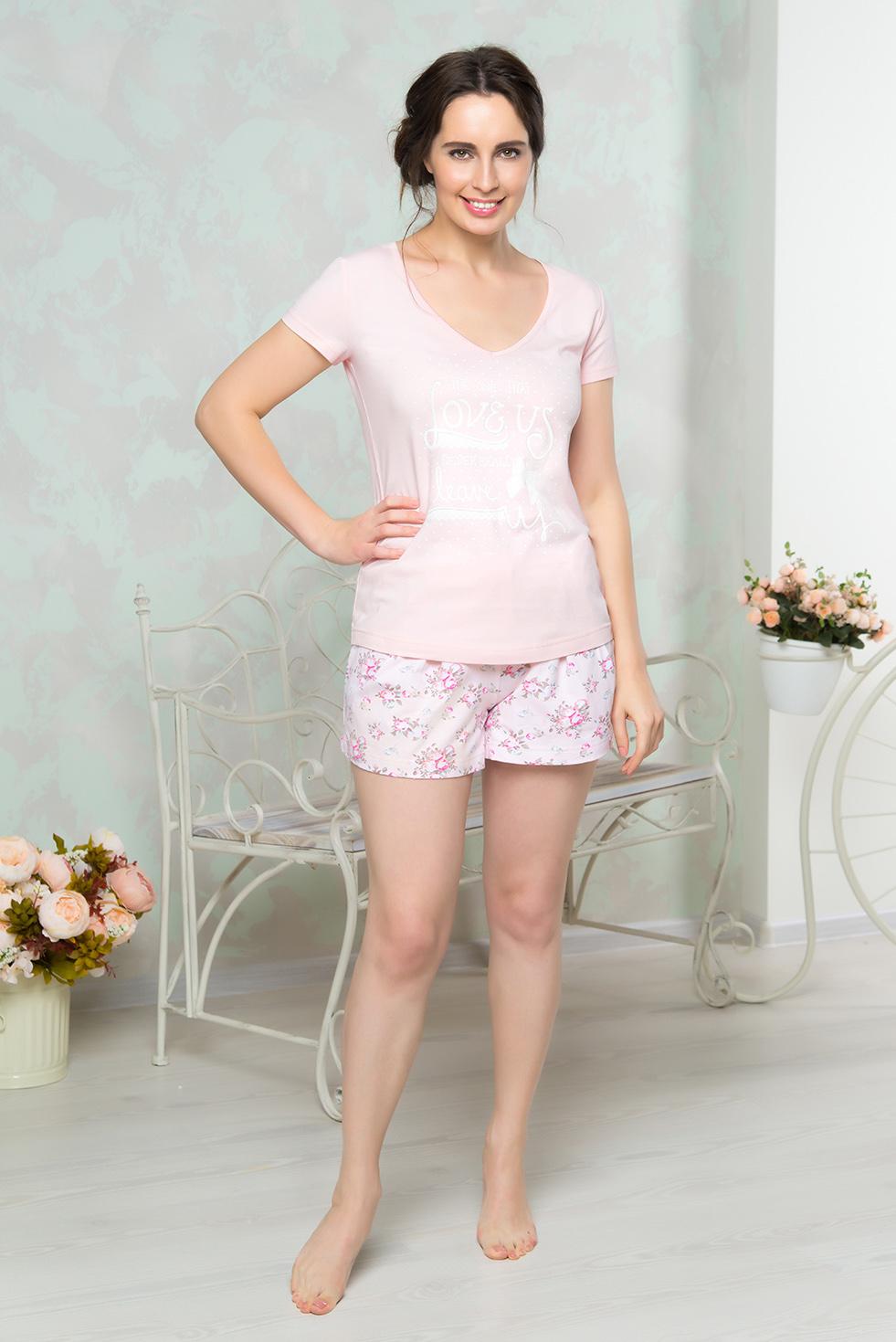 Пижама женская Mia Cara: футболка, шорты, цвет: розовый. AW16-MCUZ-845. Размер 46/48AW16-MCUZ-845Пижама женская Mia Cara состоит из футболки и шорт. Модель выполнена из высококачественного хлопка с добавлением эластана. Футболка оформлена принтом с надписями, шорты - цветочным принтом.