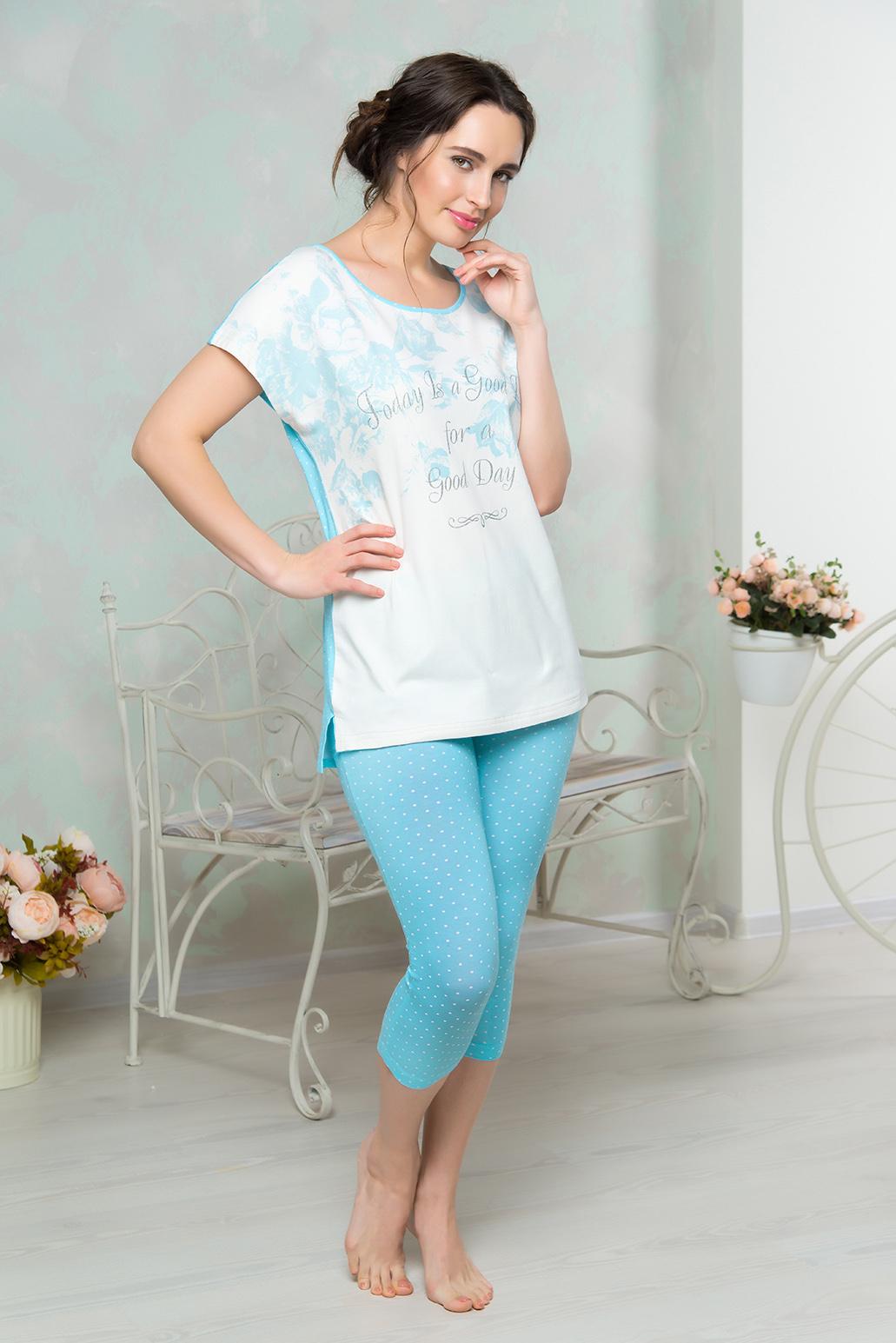 Комплект домашний женский Mia Cara: футболка, капри, цвет: голубой. AW16-MCUZ-847. Размер 42/44AW16-MCUZ-847Комплект домашний одежды Mia Cara состоит из футболки и брюк-капри. Модель выполнена из высококачественного хлопка с добавлением эластана. Футболка с круглой горловиной дополнена принтом с надписями и небольшими разрезами по бокам. Капри оформлены рисунком в горошек.