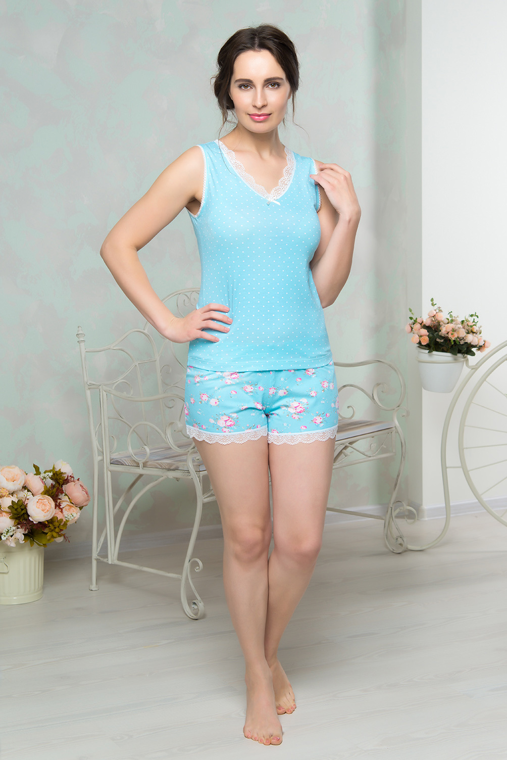 Комплект домашний женский Mia Cara: майка, шорты, цвет: голубой. AW16-MCUZ-878. Размер 42/44AW16-MCUZ-878Комплект домашний одежды Mia Cara состоит из майки и шорт. Модель выполнена из высококачественного хлопка с добавлением эластана. Майка и низ шорт дополнены кружевом.