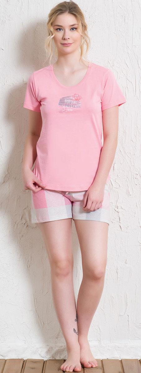 Костюм домашний женский Vienettas Secret Enjoy: футболка, шорты, цвет: розовый, бежевый. 512017 5395. Размер L (48)512017 5395Домашний женский костюм Vienettas Secret, состоящий из футболки и шорт, изготовлен из натурального хлопка. Футболка с круглым вырезом горловины и короткими рукавами оформлена интересным принтом. Шорты с эластичным поясом имеют утягивающий шнурок, который улучшает посадку на талии. Выполнено изделие принтом в крупную клетку.