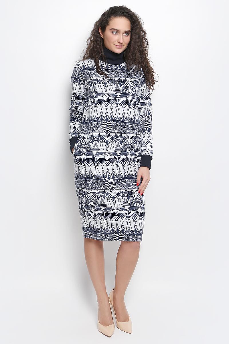 Платье Rocawear, цвет: светло-серый, темно-синий. R041645. Размер М (46)R041645Платье Rocawear выполнено из хлопка с добавлением полиэстера. Модель средней длины с длинными рукавами имеет воротник-стойку, дополнена двумя втачными карманами по бокам. Воротник и манжеты рукавов выполнены из эластичной трикотажной ткани. Изнаночная сторона изделия имеет начес. Платье оформлено оригинальным контрастным принтом.