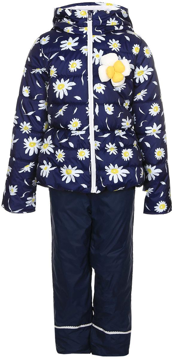 Комплект для девочки Boom!: куртка, брюки, цвет: темно-синий. 70021_BOG_вар.1. Размер 92, 1,5-2 года70021_BOG_вар.1Комплект для девочки Boom! включает в себя куртку и брюки. Куртка с длинными рукавами и несъемным капюшоном выполнена из прочного полиэстера и имеет подкладку из полиэстера с добавлением хлопка. Наполнитель - эко-синтепон (150 г/м2). Модель застегивается на застежку-молнию спереди, имеет два втачных кармана спереди. Куртка украшена крупным декоративным цветком на груди и оформлена ярким цветочным принтом.Теплые брюки выполнены из полиэстера и имеют подкладку из мягкого флисового материала. Объем талии регулируется при помощи внутренней резинки с пуговицами. Брюки дополнены двумя втачными карманами спереди.Комплект дополнен светоотражающими элементами.