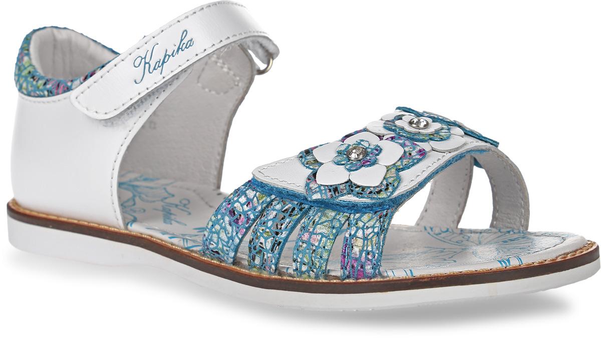 Сандалии для девочки Kapika, цвет: белый, голубой. 33289-2. Размер 3233289-2Сандалии Kapika, выполненные из натуральной кожи, оформлены оригинальным принтом и декоративными нашивками в виде цветов. На ноге модель фиксируется с помощью ремешка с застежкой-липучкой, который оформлен тисненой надписью с названием бренда. Мягкий кант создает комфорт при движении. Внутренняя поверхность и стелька выполнены из натуральной кожи. Стелька дополнена супинатором с перфорацией, который обеспечивает правильное положение ноги ребенка при ходьбе, предотвращает плоскостопие. Подошва изготовлена из ТЭП-материала и дополнена рельефным рисунком.