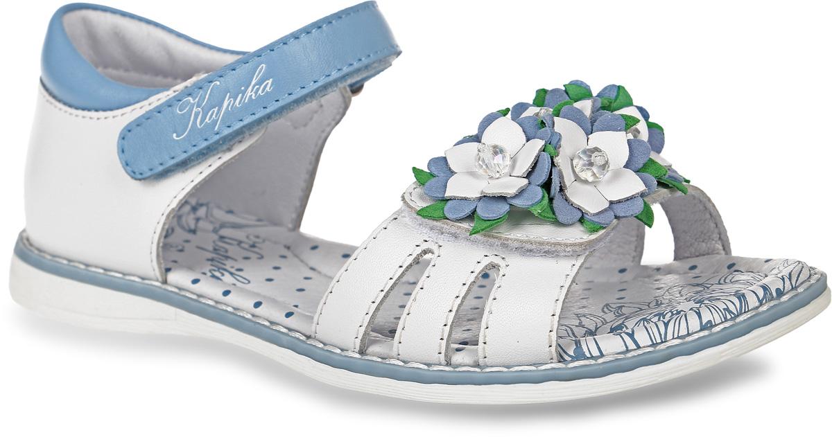 Босоножки для девочки Kapika, цвет: белый, пепельно-голубой. 33200-2. Размер 3133200-2Босоножки Kapika, выполненные из натуральной кожи, оформлены декоративными нашивками в виде цветов. На ноге модель фиксируется с помощью ремешка с застежкой-липучкой, который оформлен тисненой надписью с названием бренда. Мягкий кант создает комфорт при движении. Внутренняя поверхность и стелька выполнены из натуральной кожи. Стелька дополнена супинатором с перфорацией, который обеспечивает правильное положение ноги ребенка при ходьбе, предотвращает плоскостопие. Подошва изготовлена из ТЭП-материала и дополнена рельефным рисунком.