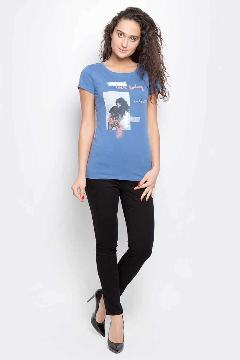 Футболка женская Tom Tailor Denim, цвет: синий. 1037092.00.71_6719. Размер S (44)1037092.00.71_6719Стильная футболка Tom Tailor Denim выполнена из хлопка с добавлением вискозы.Модель с круглым вырезом горловины и короткими рукавами оформлена оригинальным принтом.