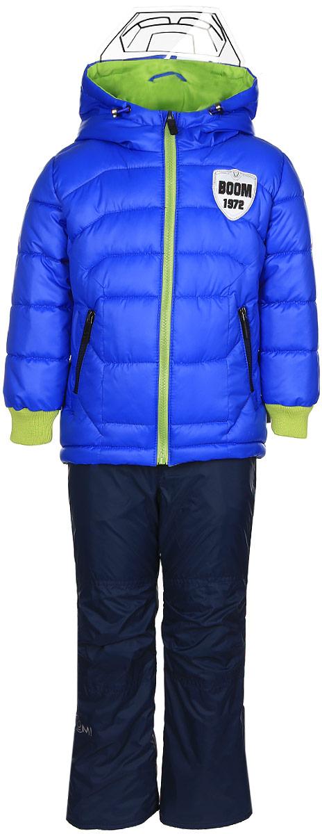 Комплект для мальчика Boom!: куртка, брюки, цвет: синий, темно-синий. 70011_BOB_вар.2. Размер 110, 5-6 лет70011_BOB_вар.2Комплект для мальчика Boom! включает в себя куртку и брюки. Куртка с длинными рукавами и несъемным капюшоном выполнена из прочного полиэстера и имеет подкладку из полиэстера с добавлением хлопка. Наполнитель - синтепон (150 г/м2). Модель застегивается на застежку-молнию, имеет два втачных кармана на молниях спереди. Капюшон дополнен шнурком-кулиской со стопперами и гибким прозрачным козырьком. Рукава оснащены эластичными манжетами. Куртка оформлена крупным принтом с изображением шлема робота на спинке. Теплые брюки выполнены из полиэстера и имеют подкладку из мягкого флисового материала. Объем талии регулируется при помощи внутренней резинки с пуговицами. Брюки дополнены двумя втачными карманами спереди. Модель оснащена съемным эластичными подтяжками, регулирующимися по длине.Комплект дополнен светоотражающими элементами.