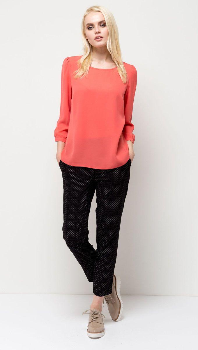 Блузка женская Sela, цвет: светло-красный. Tw-112/1173-7131. Размер 46Tw-112/1173-7131Лаконичная женская блузка Sela выполнена из тонкого легкого материала. Модель прямого кроя с круглым вырезом горловины подойдет для офиса, прогулок и дружеских встреч и будет отлично сочетаться с джинсами и брюками, и гармонично смотреться с юбками. Манжеты рукавов-фонариков дополнены пуговицами. Мягкая ткань на основе полиэстера комфортна и приятна на ощупь.