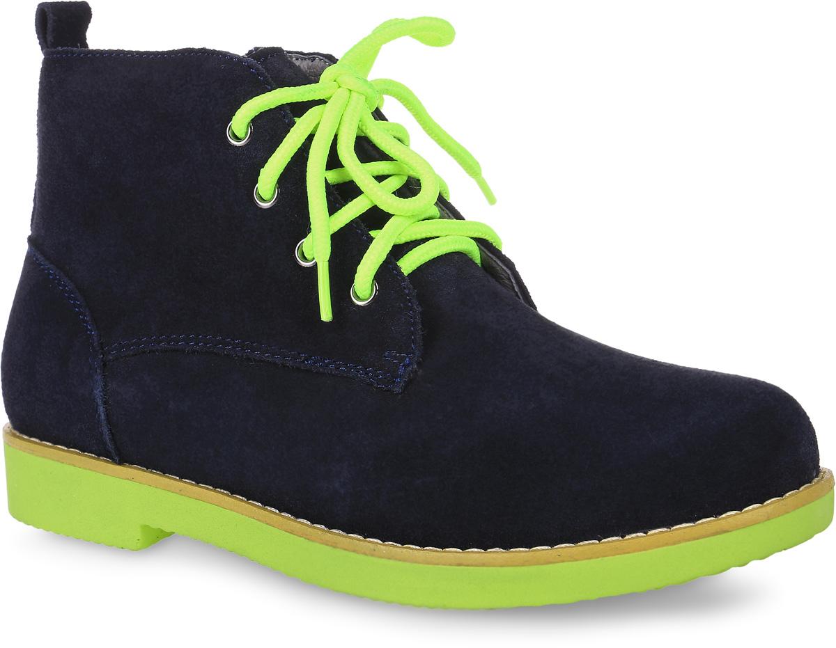 Ботинки для мальчика Зебра, цвет: темно-синий, неоновый салатовый. 10843-5. Размер 3610843-5Ботинки Зебра выполнены из натуральной замши. На ноге модель фиксируется с помощью шнурков и боковой застежки-молнии. Ярлычок на заднике облегчит надевание модели. Внутренняя поверхность и стелька выполнены из утепленного текстиля, комфортного при носке. Подошва изготовлена из прочного ТЭП-материала и оснащена ортопедическим каблуком, который продлен с внутренней стороны, что препятствует заваливанию стопы внутрь. Поверхность подошвы дополнена рельефным рисунком.