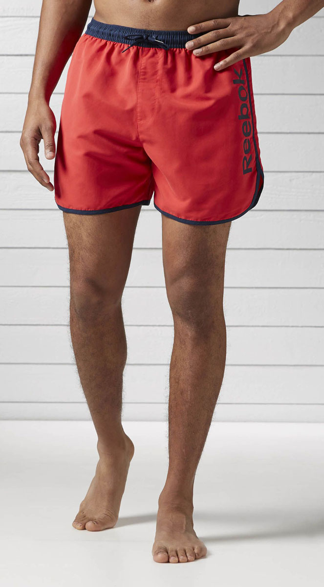 Шорты мужские Reebok Retro, цвет: красный. BK4737. Размер S (44/46)BK4737Спортивные шорты Reebok Retro выполнены из высококачественного материала. Модель дополнена внутренним карманом и поясом на шнурке, что делает эти шорты особенно функциональными. Классический крой - шорты не слишком тесные и не слишком свободные. Отлично подходят для тренировок и повседневной носки.Мягкий трафаретный принт ручной работы, расположенный сбоку, сделает ваш образ еще более спортивным.