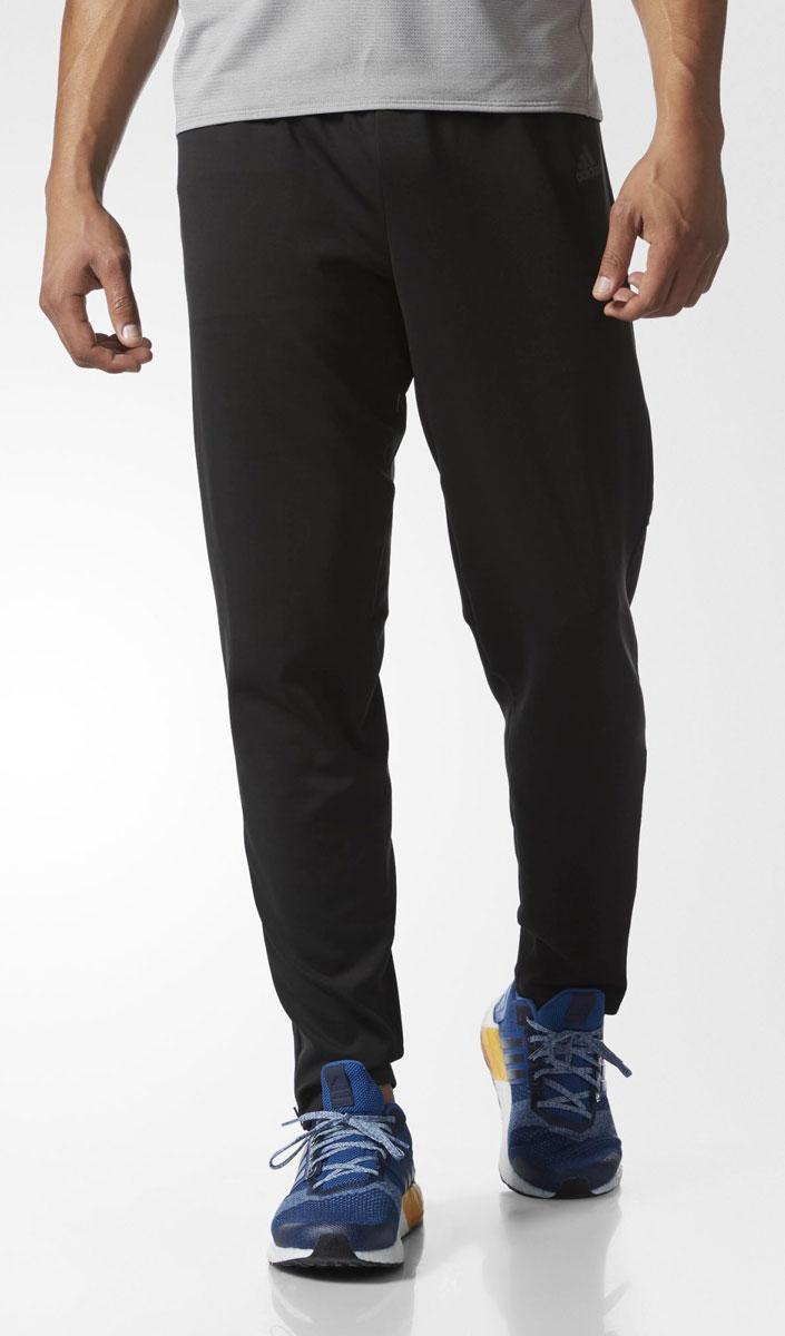 Брюки спортивные мужские adidas Rs Astro Pt M, цвет: черный. S99007. Размер XL (56/58)S99007Брюки спортивные мужские adidas Rs Astro Pt M выполнены из 100% полиэстера и утеплены флисом с внутренней стороны. Ткань с технологией Climawarm сохраняет тепло. Модель дополнена широким эластичным поясом на кулиске, двумя карманами спереди, одним карманом на молнии сзади, низ брючин на молнии.